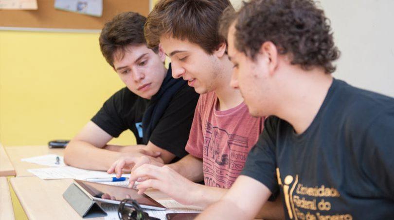 Enseigner le FLE aujourd'hui : culture, société et nouvelles tendances